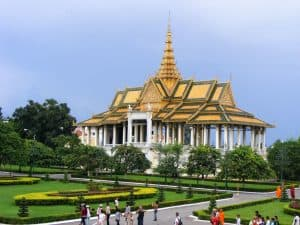 How to get to Phnom Penh from Siem Reap