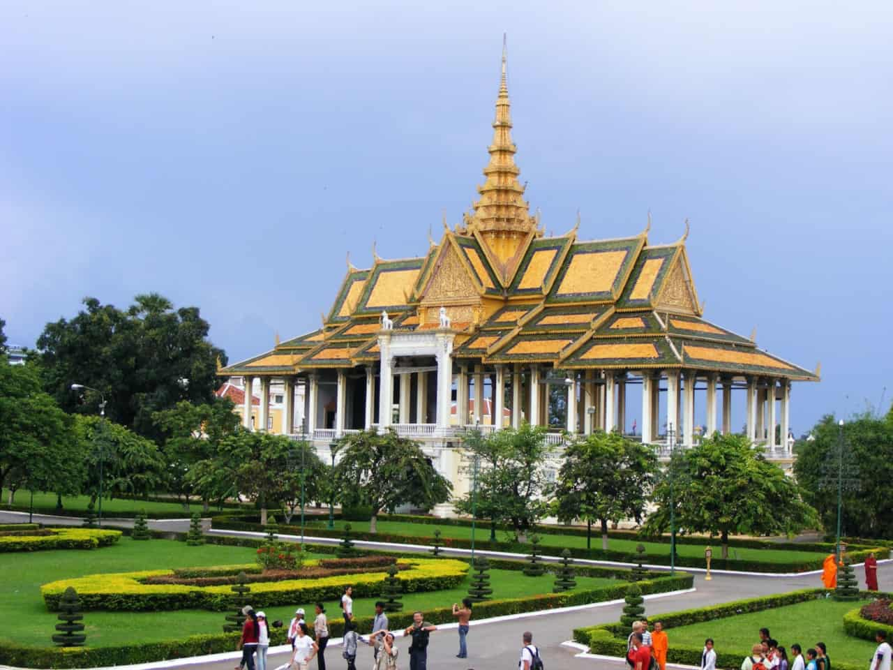Read more about the article How to get to Phnom Penh from Siem Reap